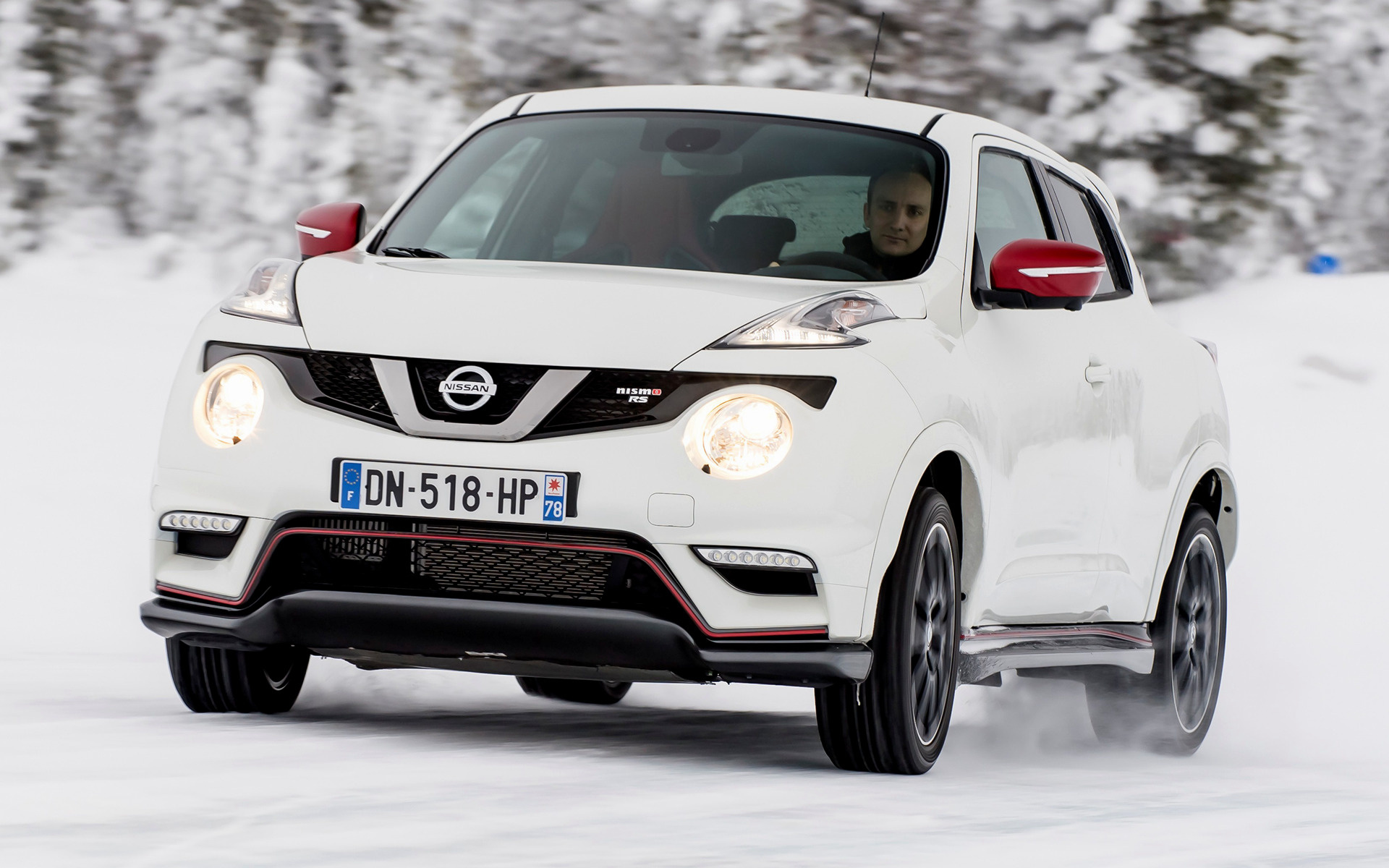nissan juke nismo rs 2014 wallpapers and hd images car. Black Bedroom Furniture Sets. Home Design Ideas