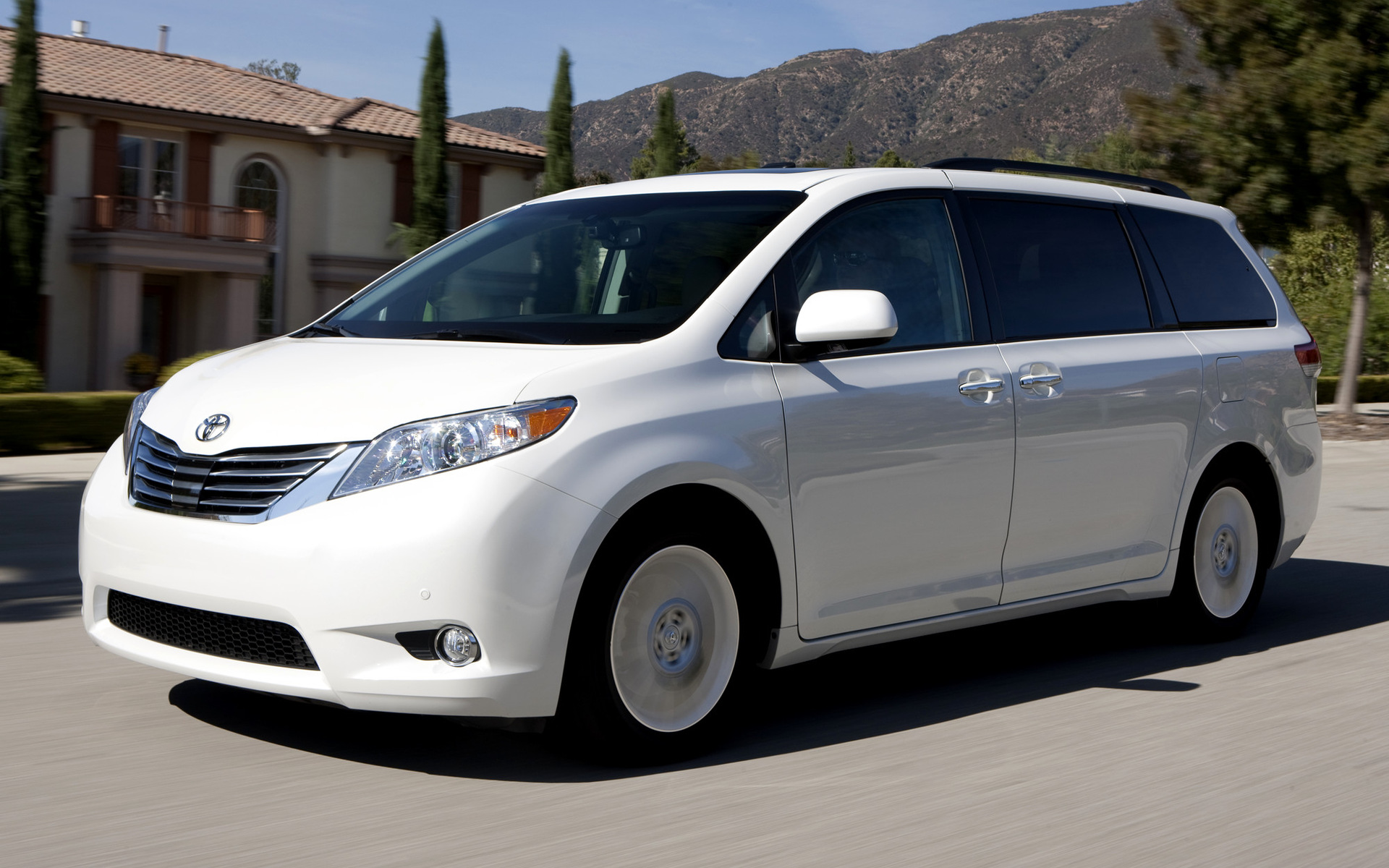 2016 Toyota Sienna Se >> 2010 Toyota Sienna - Wallpapers and HD Images | Car Pixel