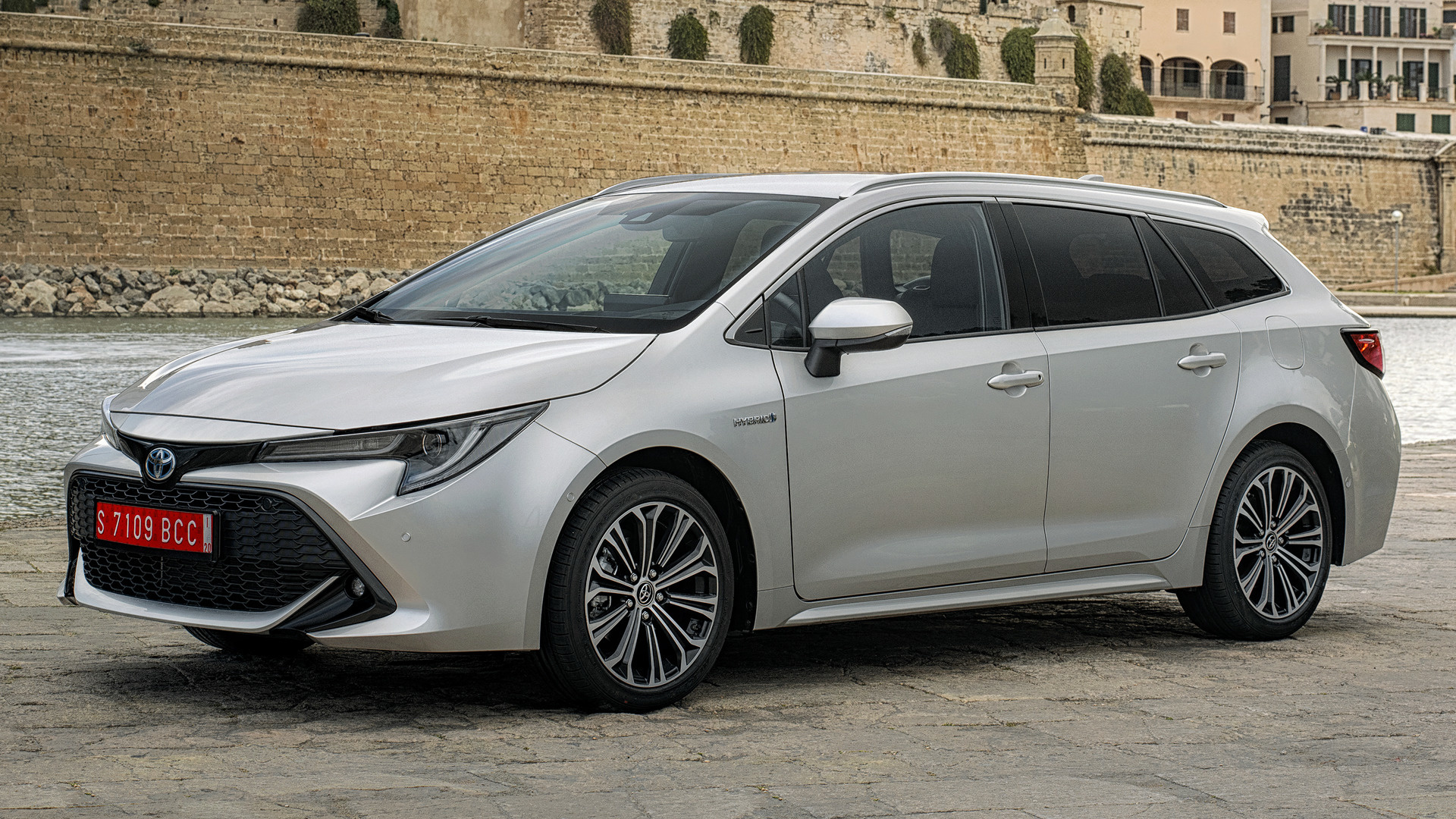2019 toyota corolla touring sports hybrid wallpapers and. Black Bedroom Furniture Sets. Home Design Ideas