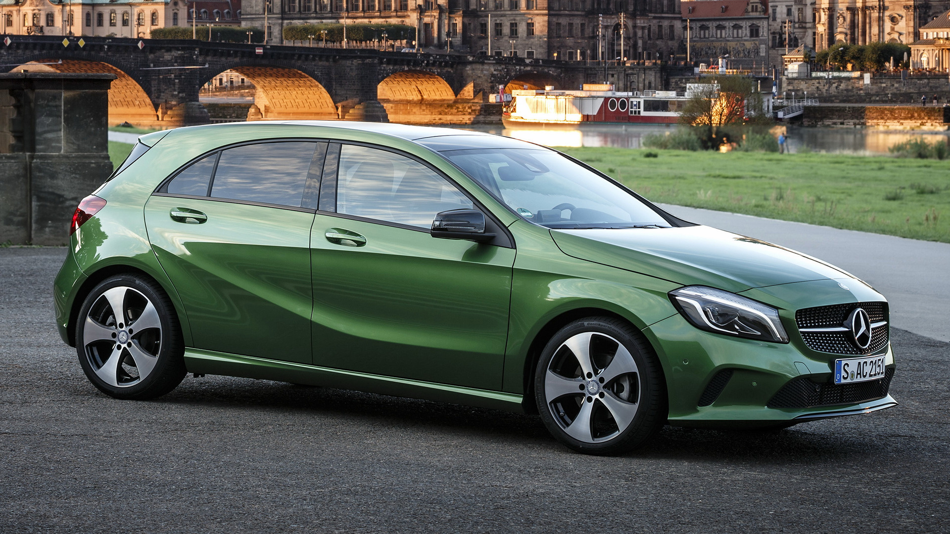 Mercedes benz a class 2015 wallpapers and hd images for Mercedes benz 6550
