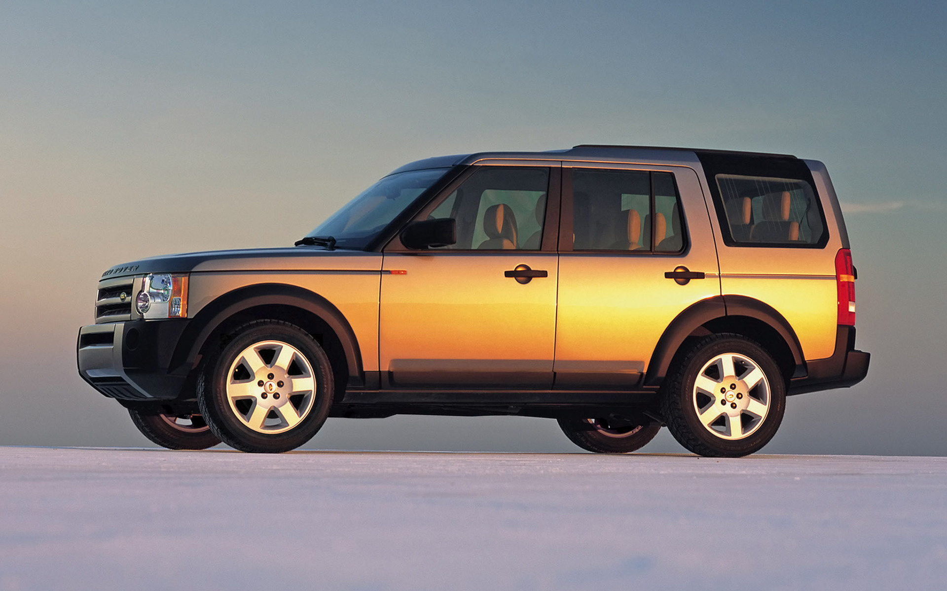 land rover discovery 3 2004 wallpapers and hd images. Black Bedroom Furniture Sets. Home Design Ideas