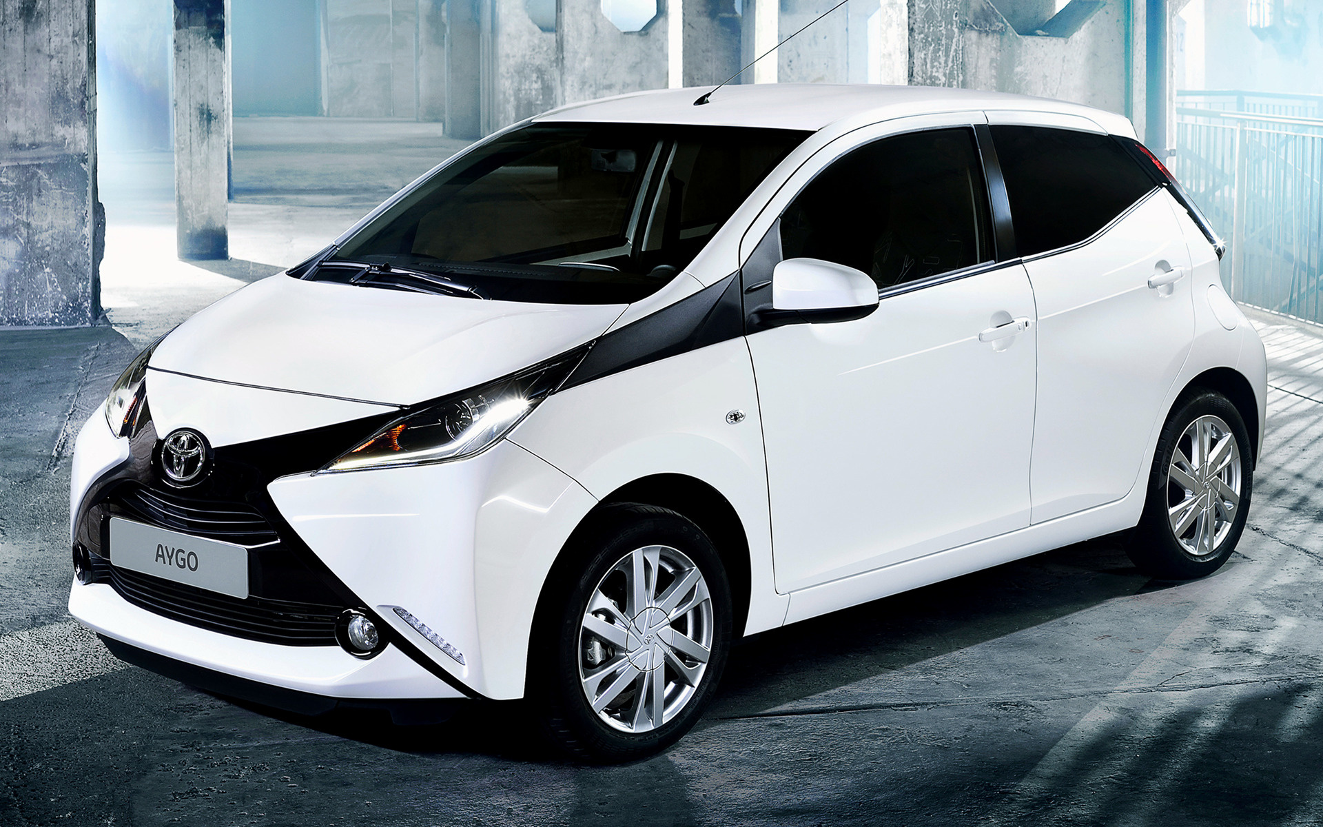 toyota aygo x play 5 door 2014 wallpapers and hd images. Black Bedroom Furniture Sets. Home Design Ideas