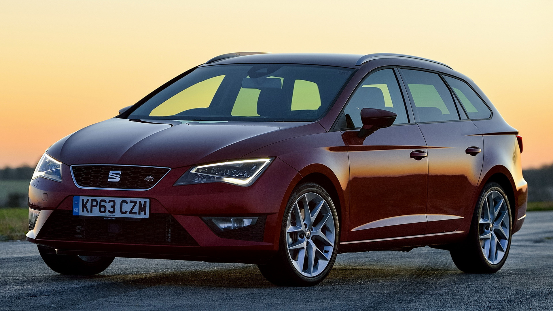seat leon st fr 2014 uk wallpapers and hd images car pixel. Black Bedroom Furniture Sets. Home Design Ideas