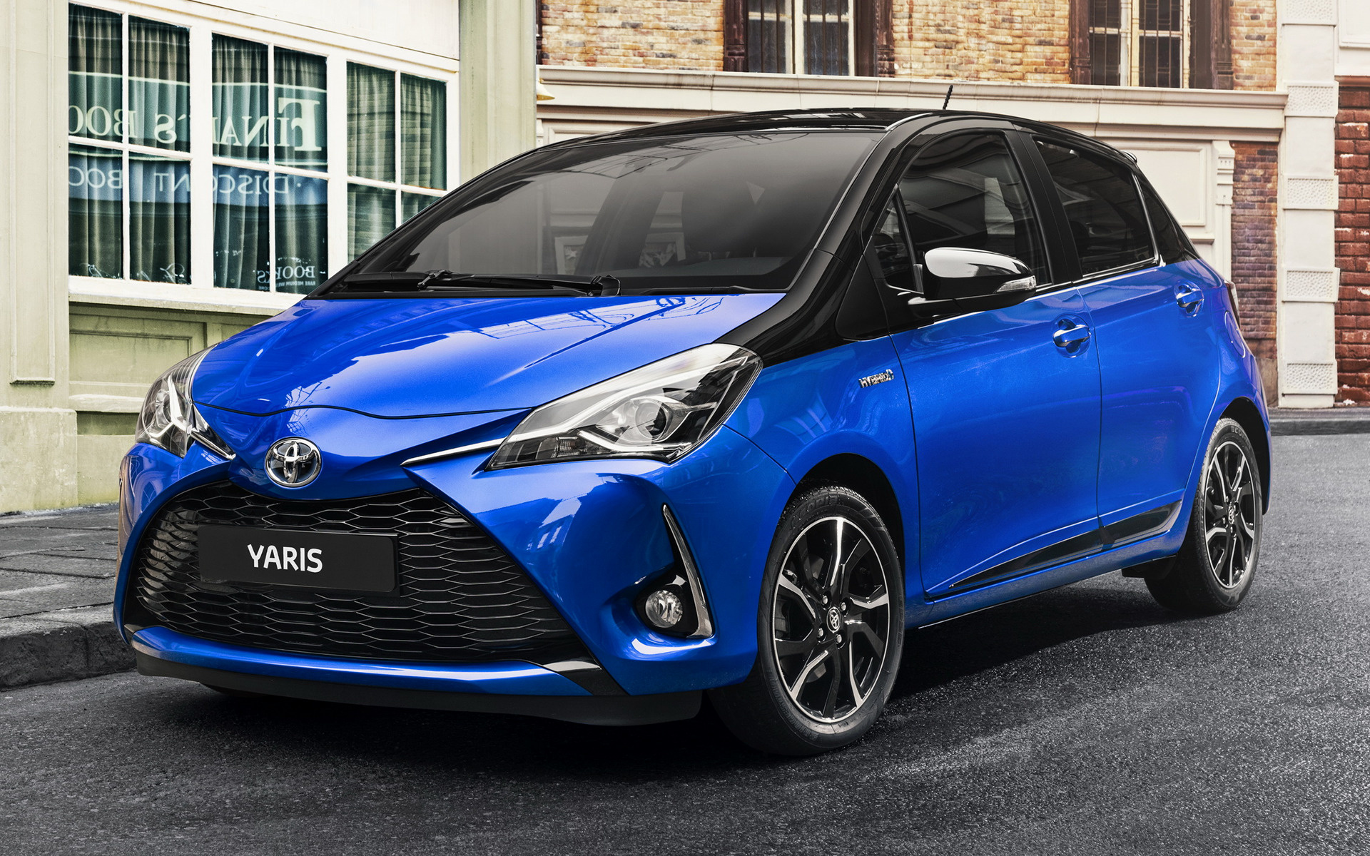 toyota yaris hybrid 5 door 2017 wallpapers and hd images. Black Bedroom Furniture Sets. Home Design Ideas