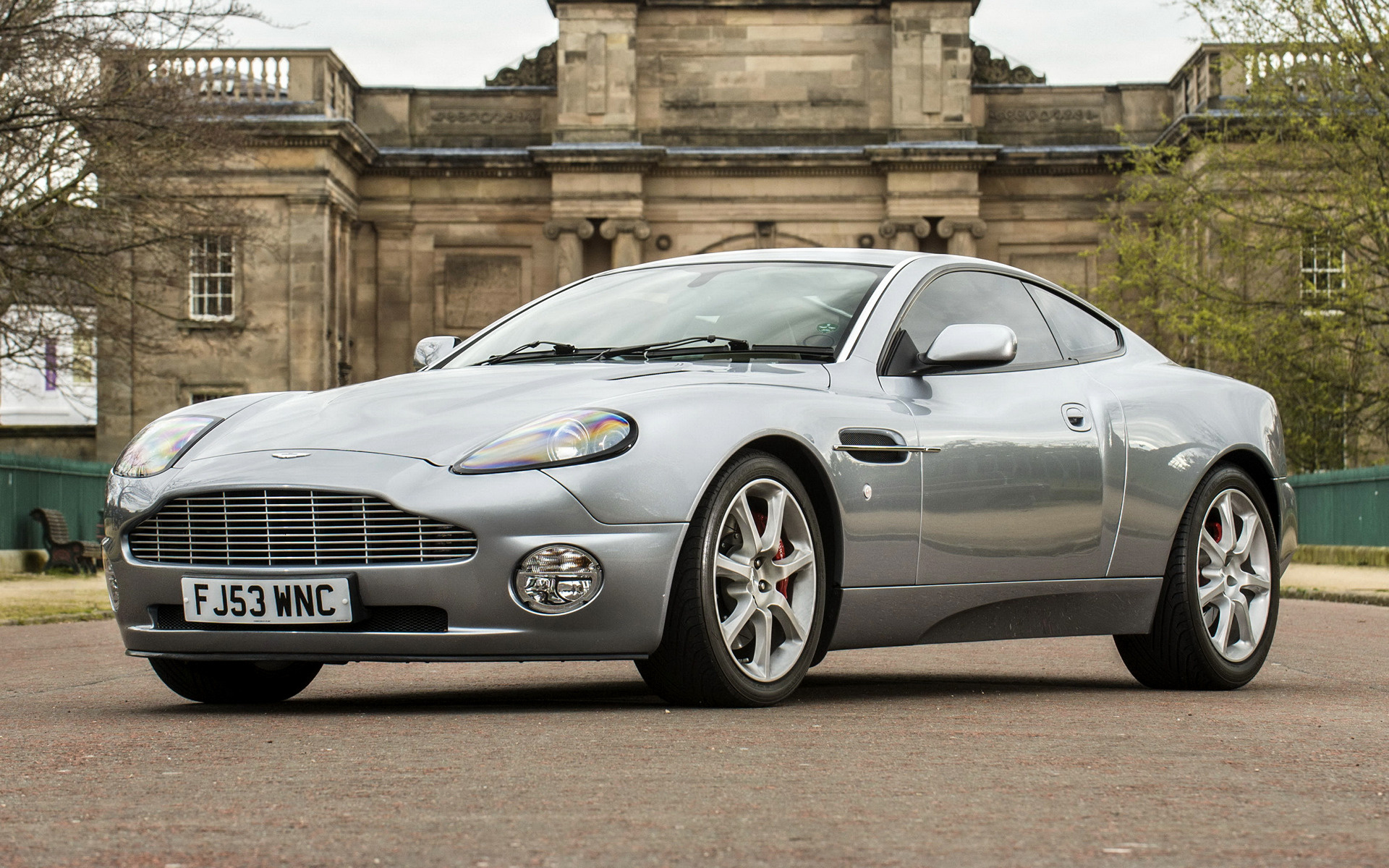 Aston Martin V Vanquish UK Wallpapers And HD Images Car Pixel - 2001 aston martin vanquish