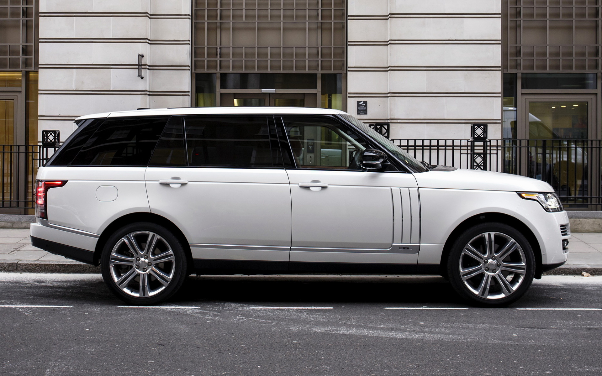 2014 Range Rover Autobiography Black [LWB] (UK ...