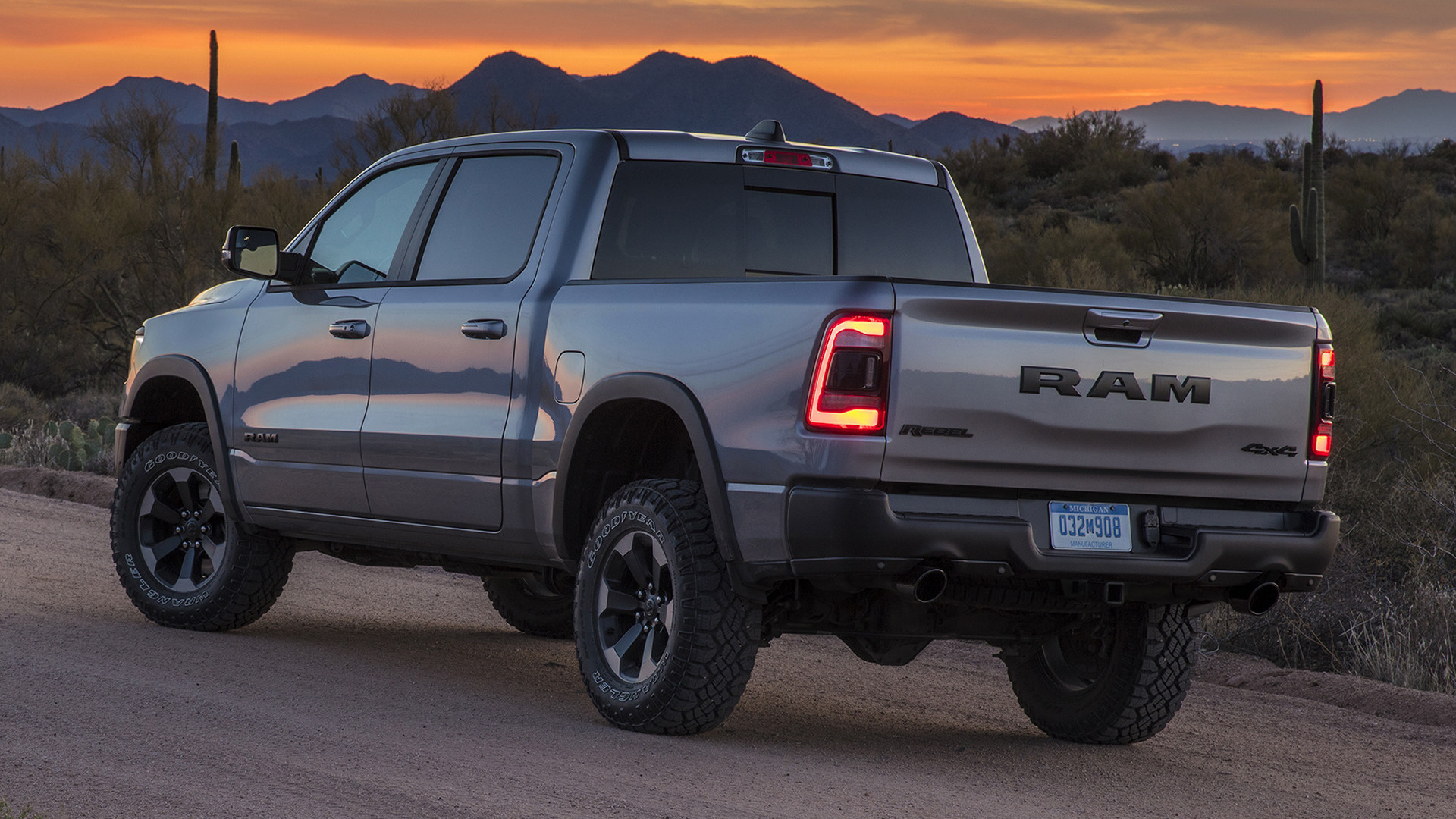 Ram 1500 Rebel Crew Cab [Short] (2019) Wallpapers and HD ...