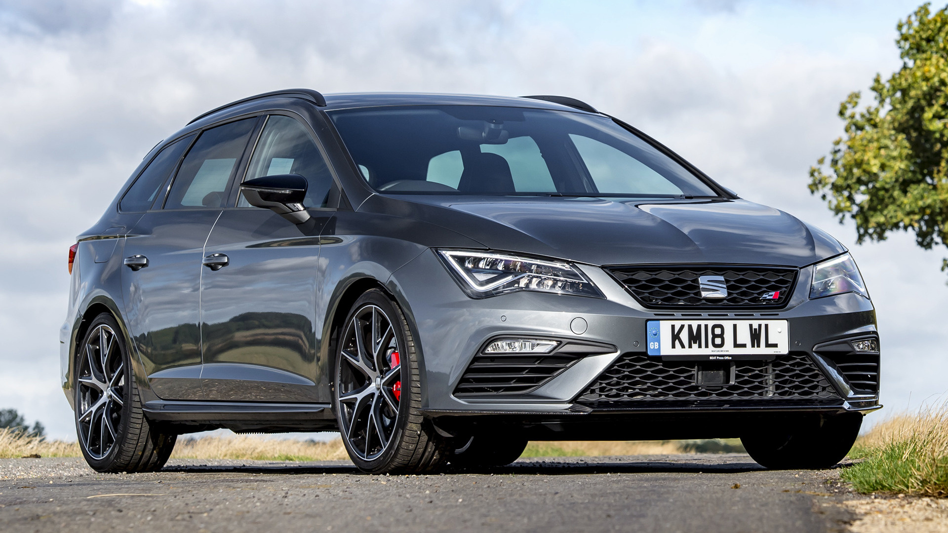 2018 seat leon st cupra 300 carbon edition uk. Black Bedroom Furniture Sets. Home Design Ideas