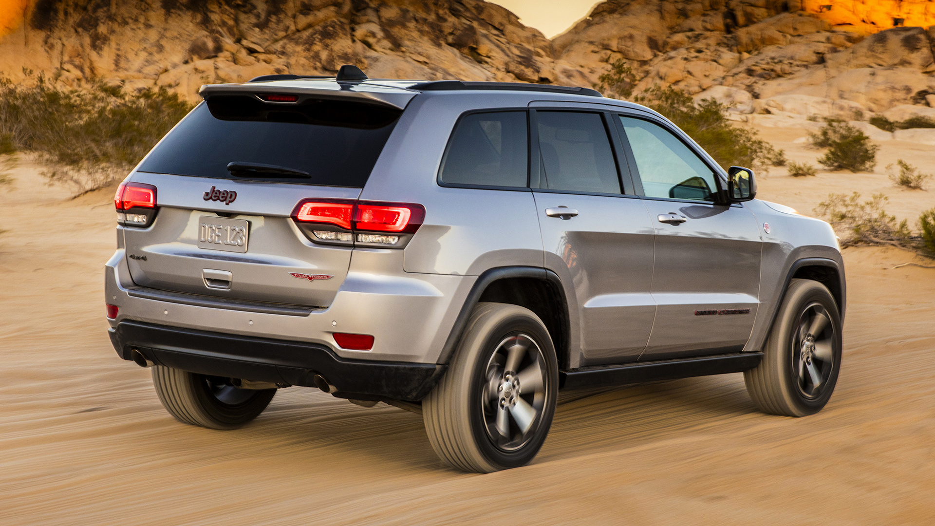 Jeep grand cherokee trailhawk desktop wallpaper hd car wallpapers - Jeep Grand Cherokee Trailhawk 2017 Wallpapers And Hd