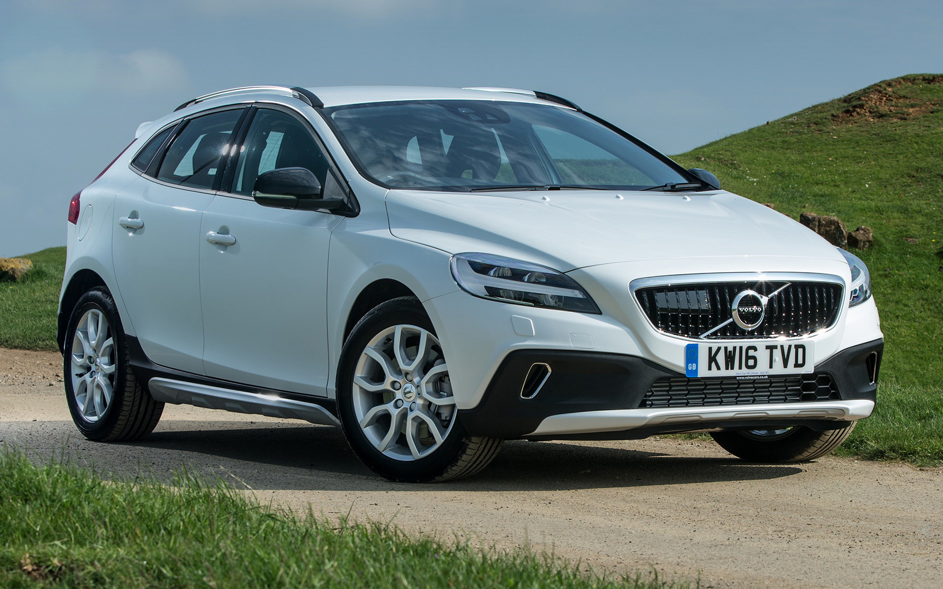 volvo v40 cross country 2016 uk wallpapers and hd images. Black Bedroom Furniture Sets. Home Design Ideas