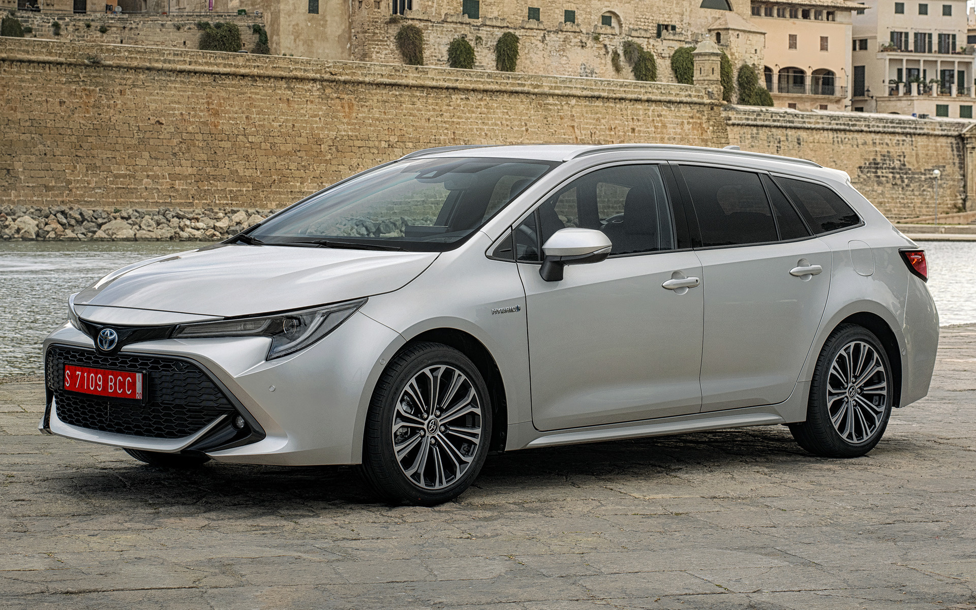 2019 Toyota Corolla Touring Sports Hybrid Wallpapers And
