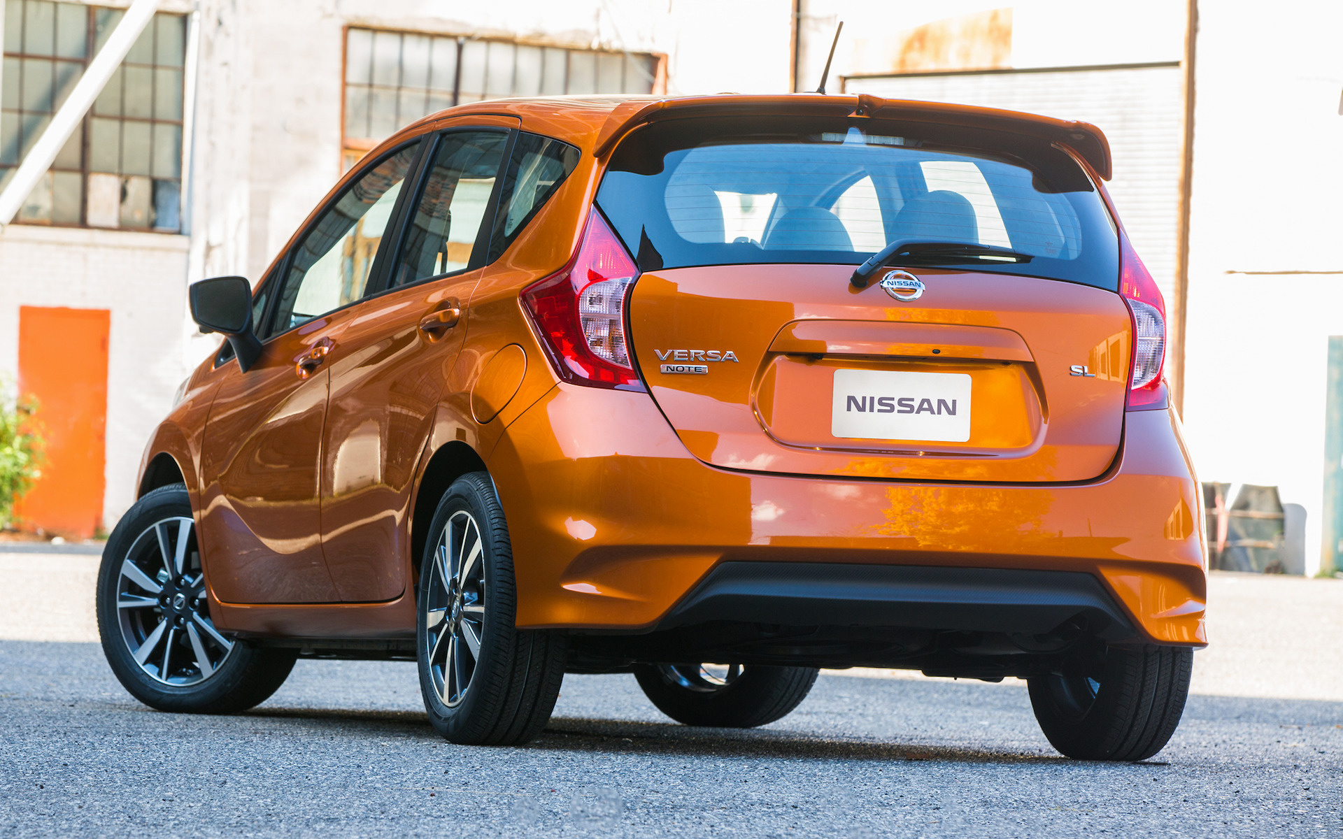 nissan versa note sl 2017 wallpapers and hd images car pixel. Black Bedroom Furniture Sets. Home Design Ideas