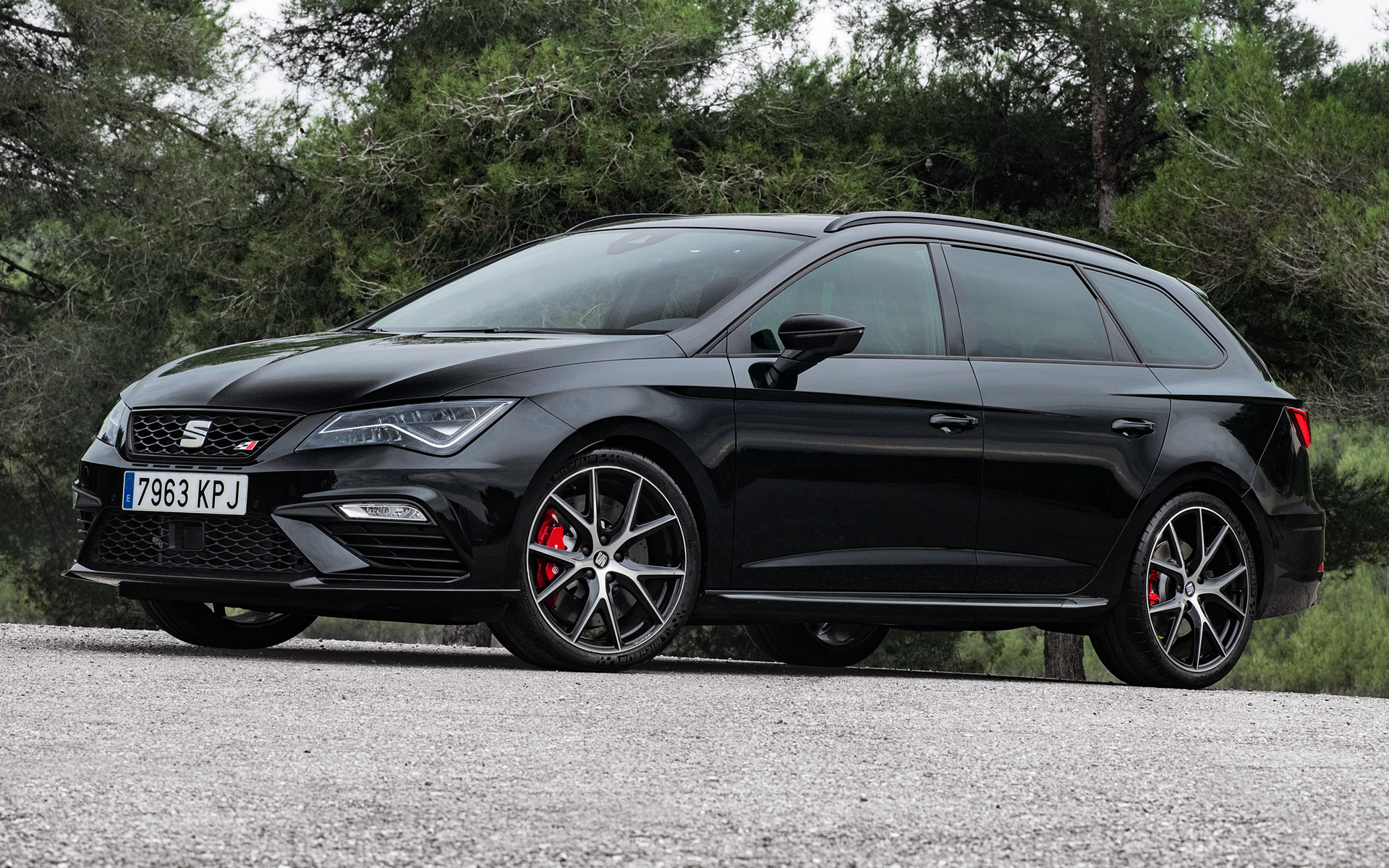 2018 seat leon st cupra 300 carbon edition wallpapers. Black Bedroom Furniture Sets. Home Design Ideas