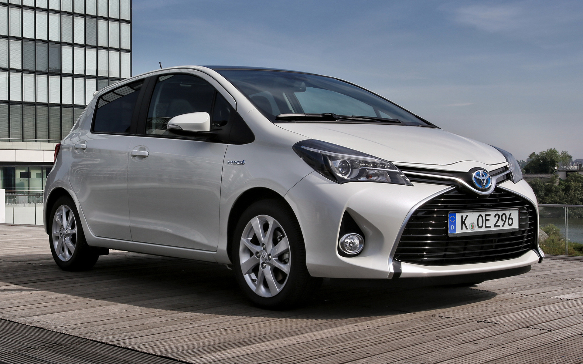 2014 Toyota Yaris Hybrid - Wallpapers and HD Images | Car