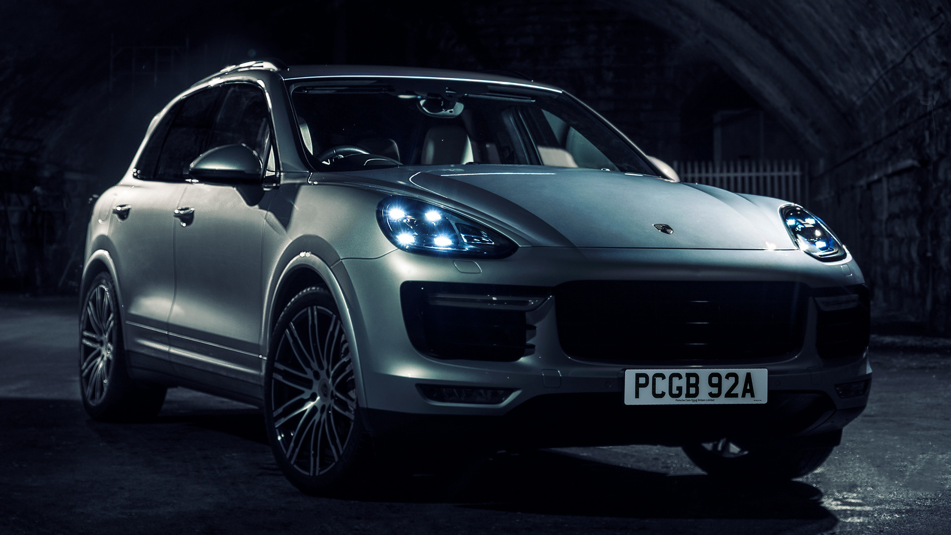 Porsche cayenne turbo s 2015 uk wallpapers and hd images car pixel hd 169 voltagebd Image collections