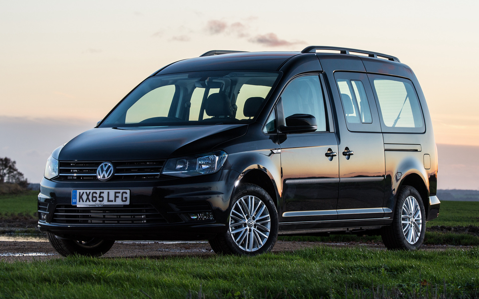 2015 volkswagen caddy maxi life uk wallpapers and hd. Black Bedroom Furniture Sets. Home Design Ideas