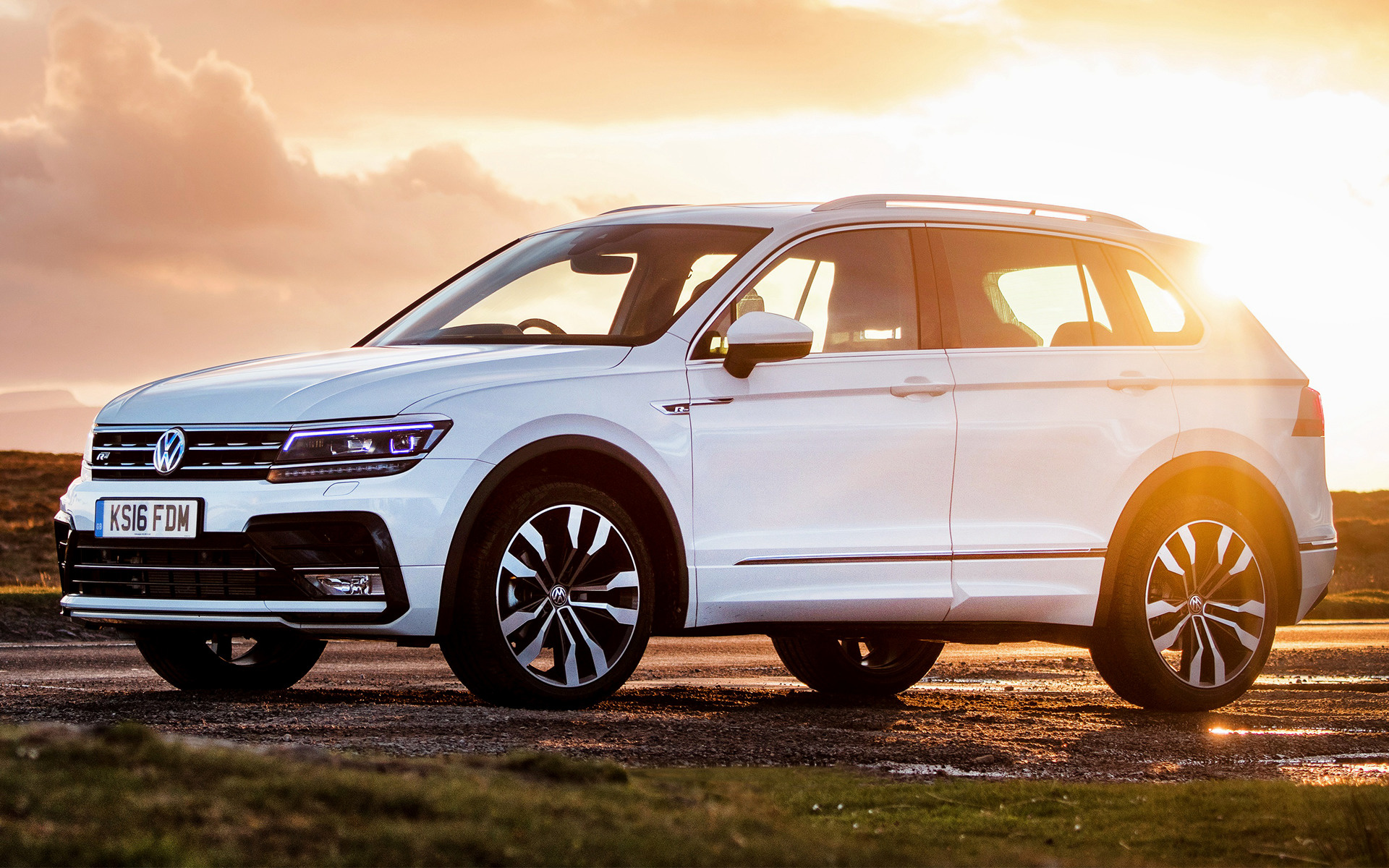 Volkswagen Tiguan R Line Car Wallpaper