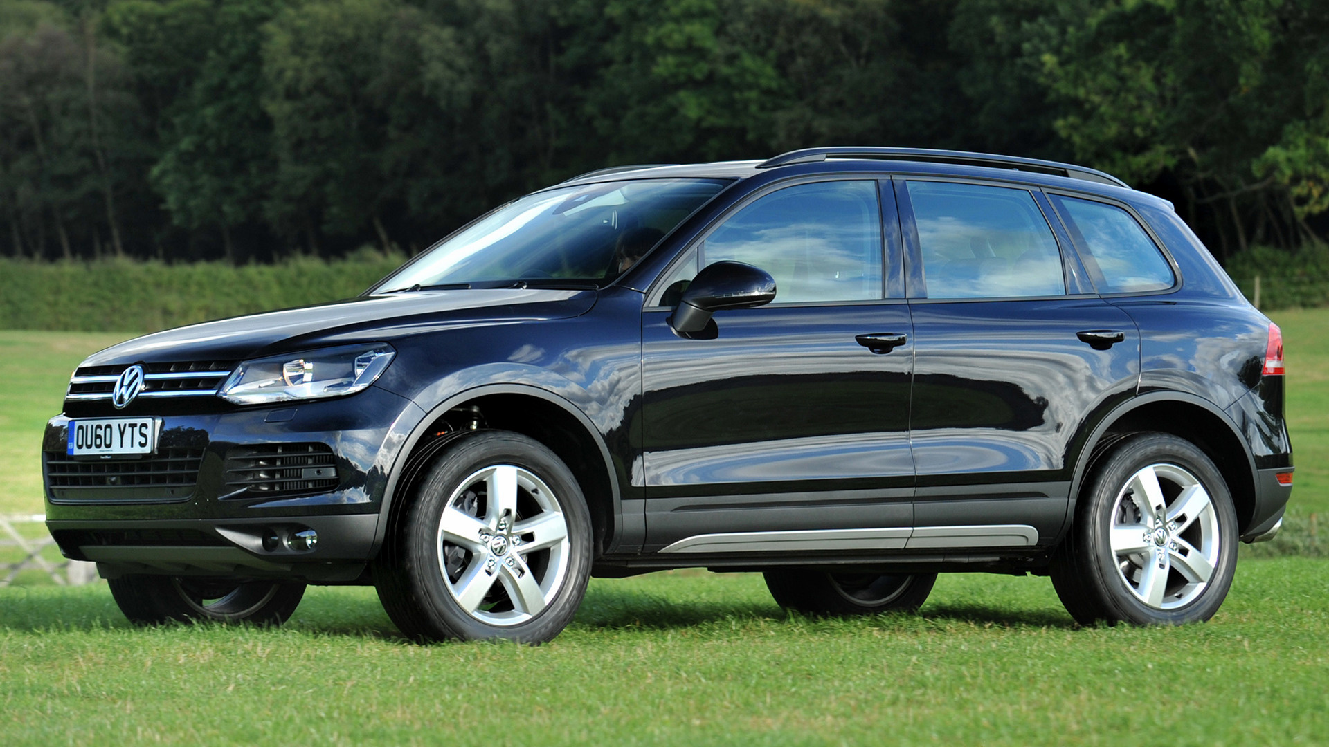 volkswagen touareg 2010 uk wallpapers and hd images. Black Bedroom Furniture Sets. Home Design Ideas