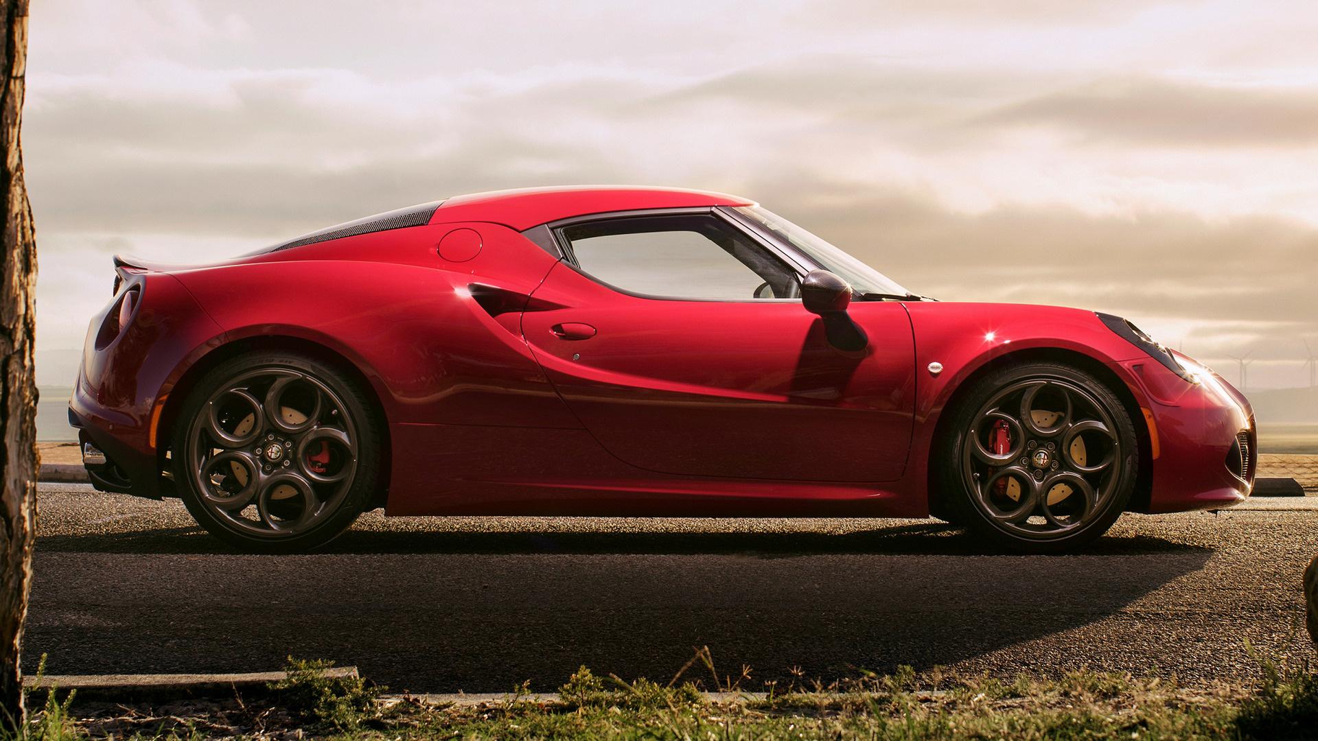 красный автомобиль alfa romeo 4c red car бесплатно