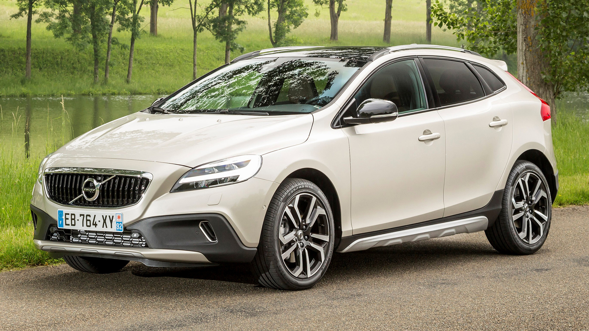 volvo v40 cross country 2016 wallpapers and hd images car pixel. Black Bedroom Furniture Sets. Home Design Ideas